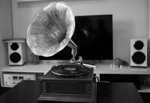 repair gramophone